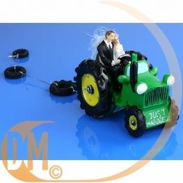 Couple de mariés tracteur