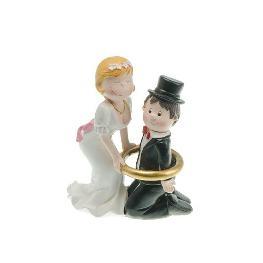 Couple de mariés encerclé