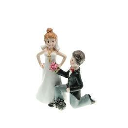 Couple de mariés à genoux